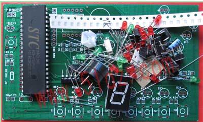 本文选择stc89c52rc为核心控制元件,设计了一个八层电梯系统,使用